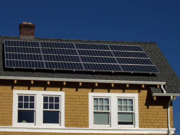 solarpanels_roof_closeup-791688
